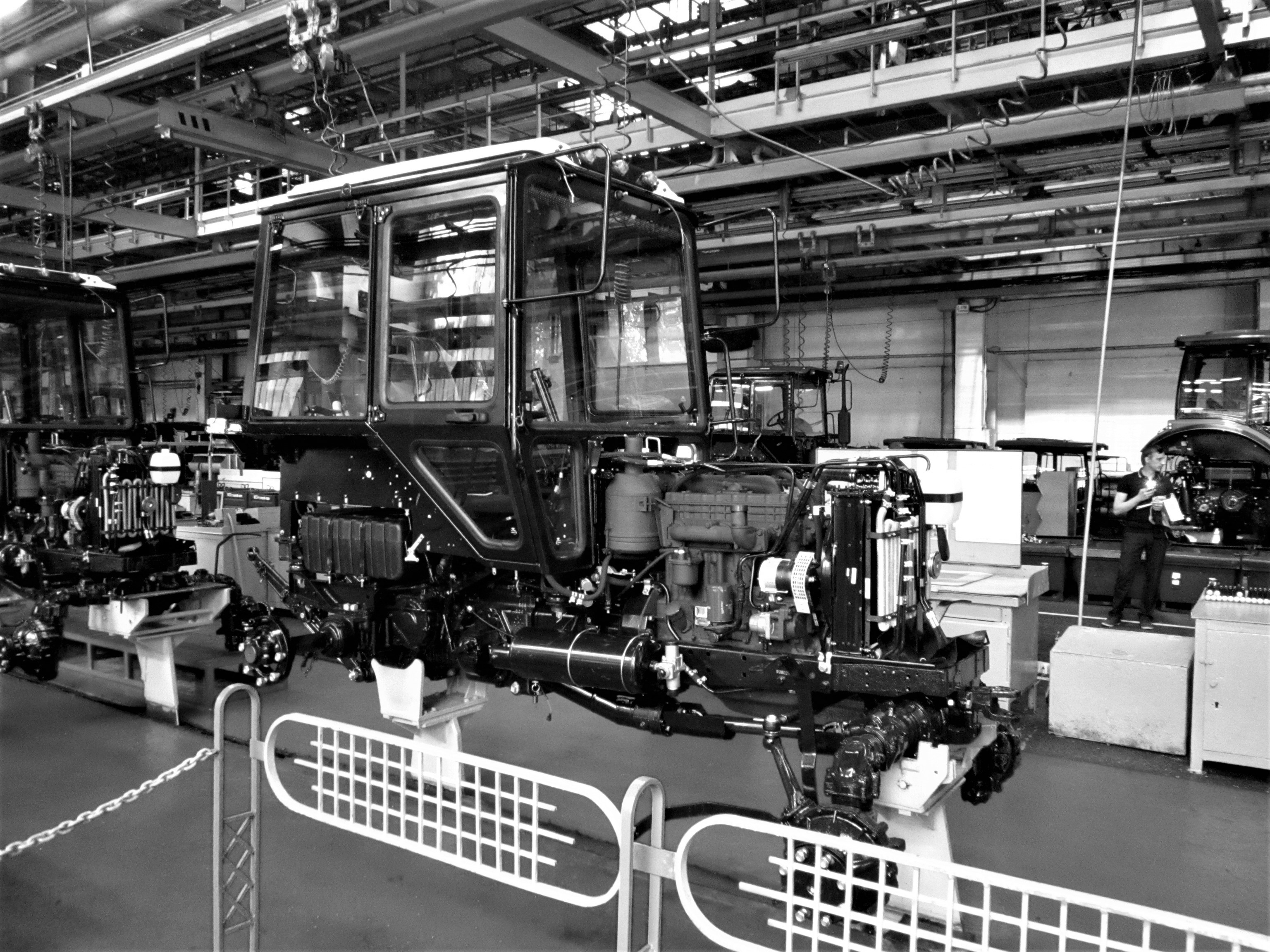 Minsk_Tractor_Works_-_Main_Assembly_Line_(Open_Day_2017)_2.jpg