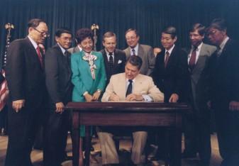 Ronald_Reagan_signing_Japanese_reparations_bill